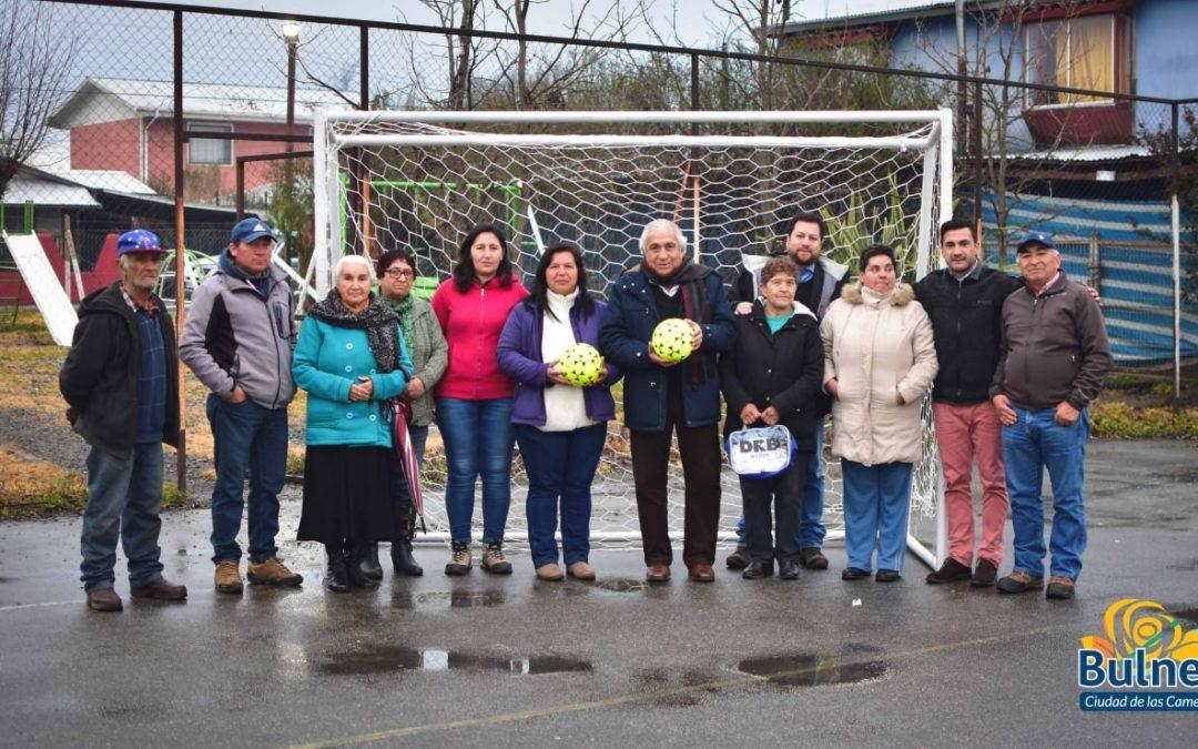 Municipio entrega Implementos deportivos para sector Los Maitenes
