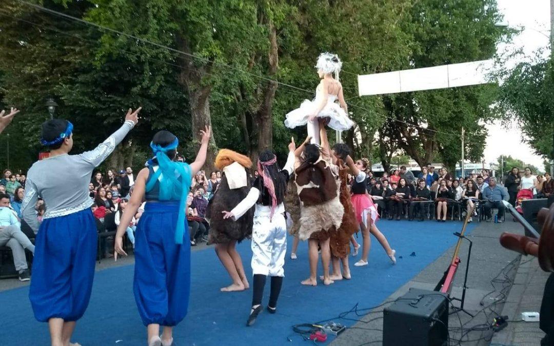 Diez años de éxitos celebró la orquesta del Liceo Santa Cruz de Larqui de Bulnes