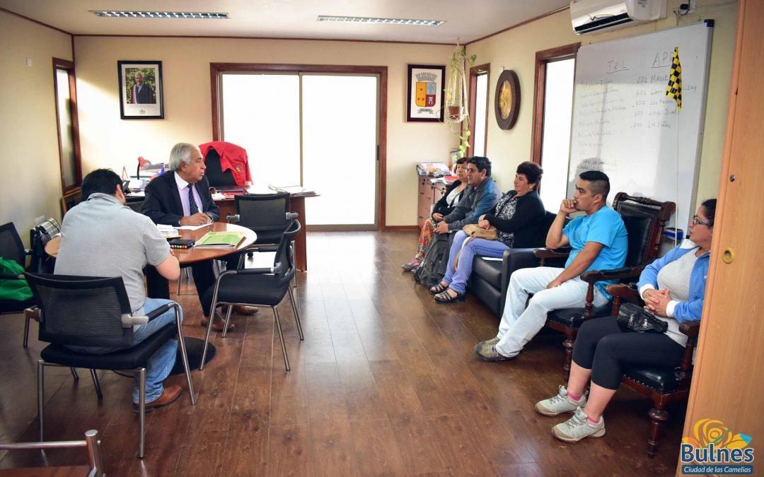 Alcalde y jefe de Dideco apoyan a un grupo de familias de Bulnes