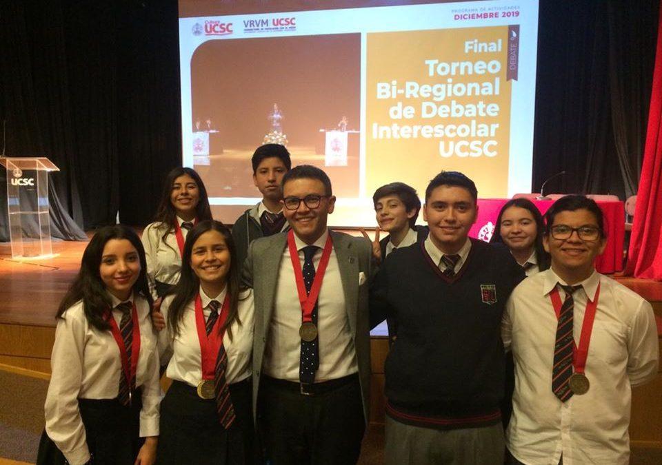 Grupo de debate del Liceo Santa Cruz de Larqui obtiene tercer lugar en concurso realizado en Concepción