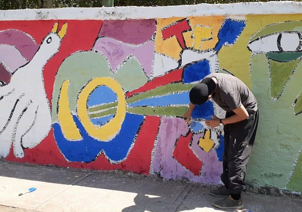 Jóvenes de Bulnes quieren llenar de colores las murallas de la ciudad