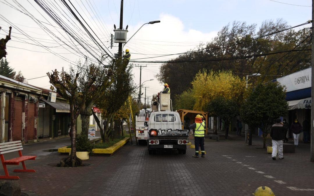 Instalan luminarias LED en el Paseo Peatonal de la capital de Diguillín