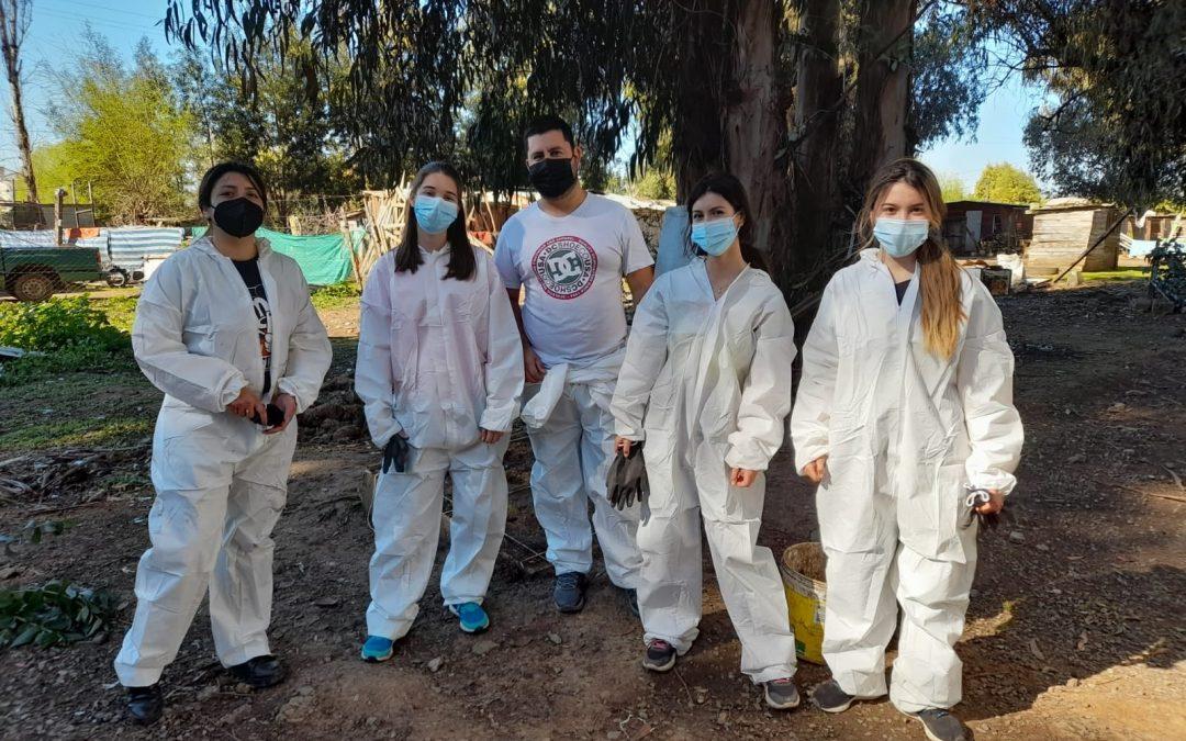 Tata Lovers asisten a vecinos del campamento El Refugio